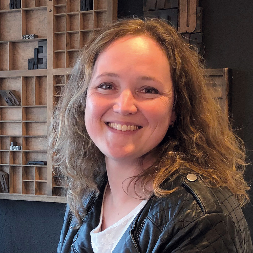 Erika Simons - Social Media Specialist
